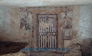 """""""La Porta"""" (""""Tomba dei Caronti"""", Necropoli etrusca di Tarquinia. Usata Nikon D-70 con zoom Nikon 50-70mm, 2011)"""